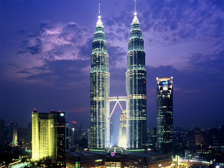 Tháp-Petronas-buổi-tối