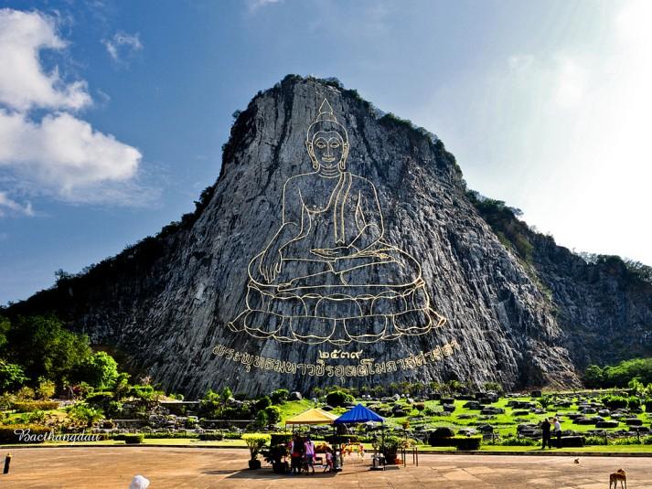 Chân-Núi-Phật-Vàng