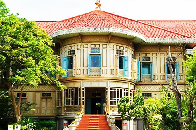 du-lich-thai-lan-hoang-cung-go